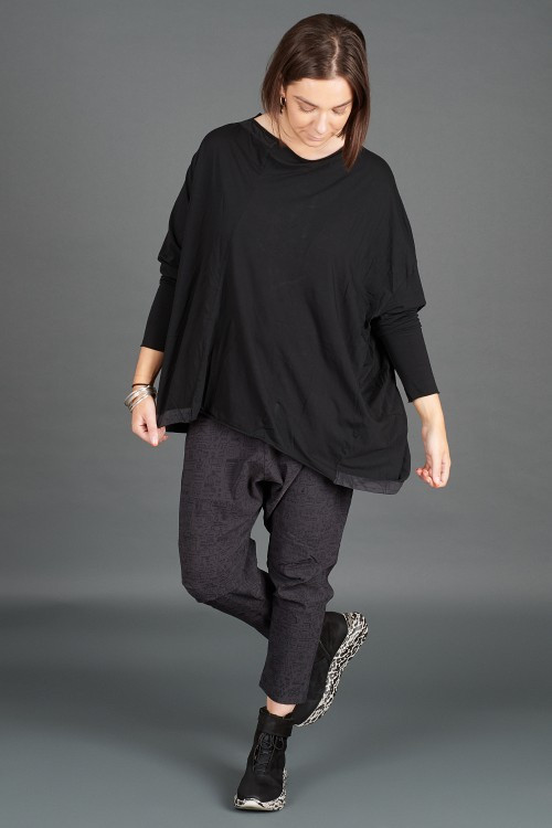 Rundholz T-shirt RH195004 ,Rundholz Black Label Trousers RH195067 ,Lofina Leopard Printed Boots LF195268
