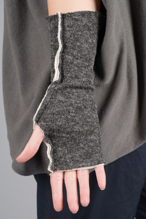 cl105027 - Cut Loose Fingerless Gloves @ Walkers.Style buy women's clothes online or at our Norwich shop.
