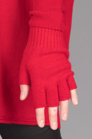 cs105036 - Capra Studio Vio Fingerless Glove @ Walkers.Style buy women's clothes online or at our Norwich shop.