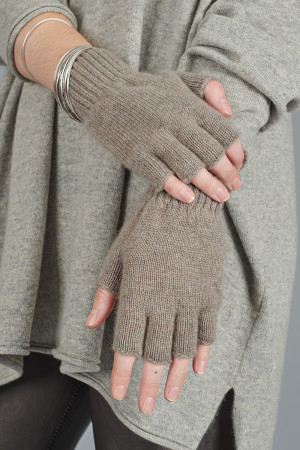 cs105038 - Capra Studio Vio Fingerless Gloves @ Walkers.Style women's and ladies fashion clothing online shop
