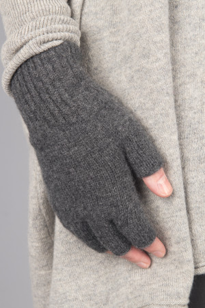 cs105038 - Capra Studio Vio Fingerless Gloves @ Walkers.Style buy women's clothes online or at our Norwich shop.
