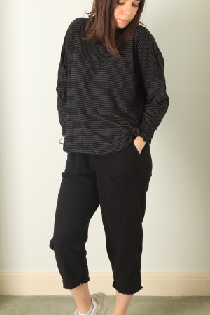 cl210201 - Cut Loose Pocket Pullover @ Walkers.Style buy women's clothes online or at our Norwich shop.