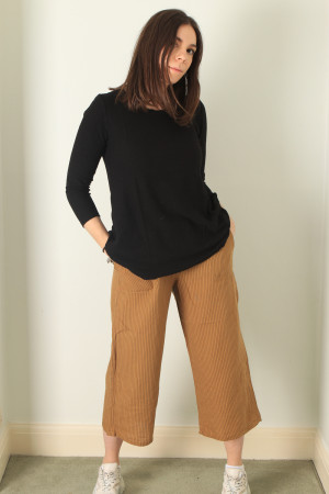 cl210208 - Cut Loose Crop Pant @ Walkers.Style buy women's clothes online or at our Norwich shop.