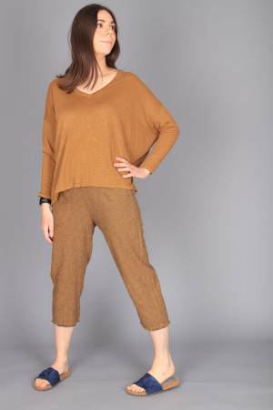 cl210210 - Cut Loose Crop Trouser @ Walkers.Style buy women's clothes online or at our Norwich shop.